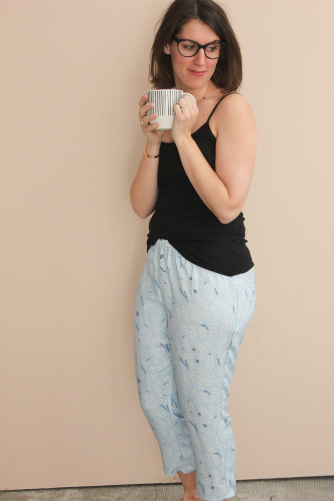 Tissu crêpe de viscose - Busy bee bleu - Pantalon Phileas - Anna Rose Pattern - Lise Tailor