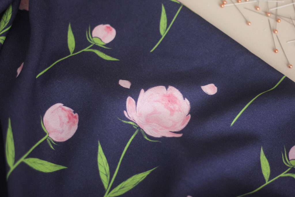 Tissu crêpe de viscose - Happy peony navy - Lise Tailor