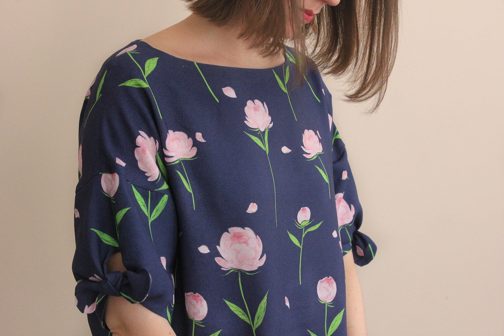 Tissu crêpe de viscose - Happy peony navy - Top Iris - Slow Sunday Paris - Lise Tailor
